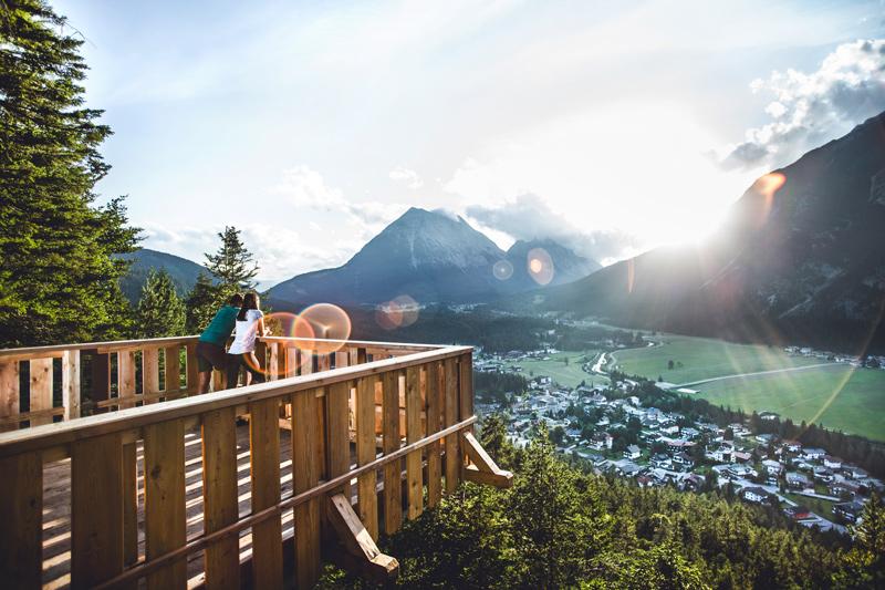Kurblhang mit Blick auf Leutasch - © Olympiaregion Seefeld