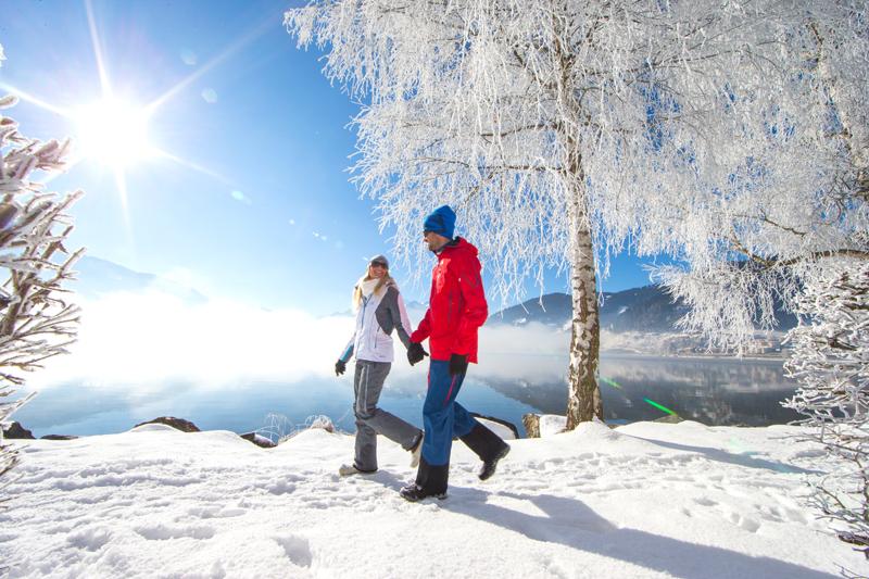 Winterspaziergang entlang des Zeller Sees - © Zell am See-Kaprun Tourismus - http://zellamsee-kaprun.com