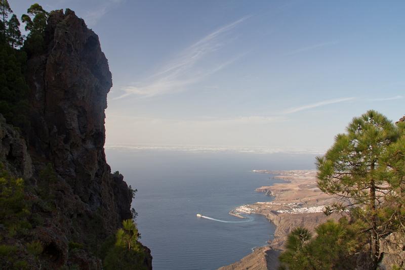 Wunderschöne Bucht in Gran Canaria, an der Felsküste gelegen