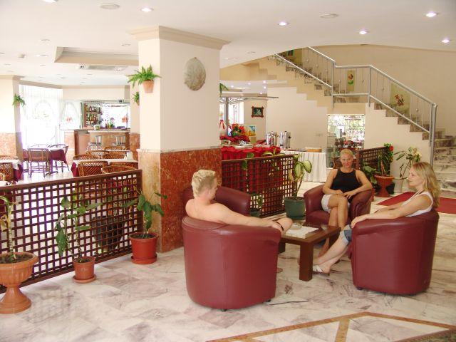 Rezeption im der Hotellobby