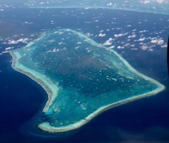 Das Resort liegt auf einem Atoll mit atemberaubender Unterwasserwelt